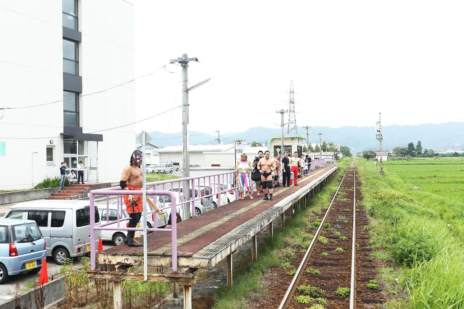 写真:ローカル線プロレス3